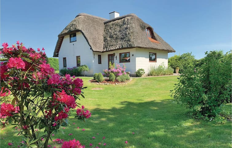 Holiday cottage with 4 bedrooms on 99m² in Ebeltoft