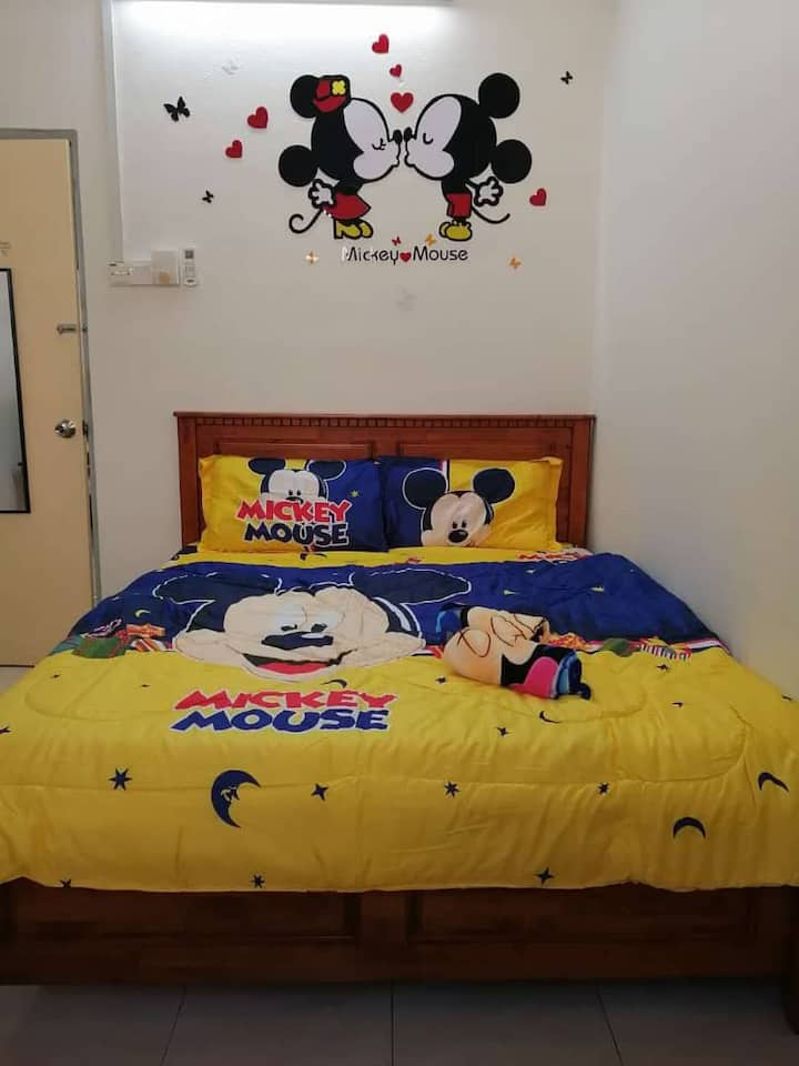 B'W Homestay(mickey mouse deco)