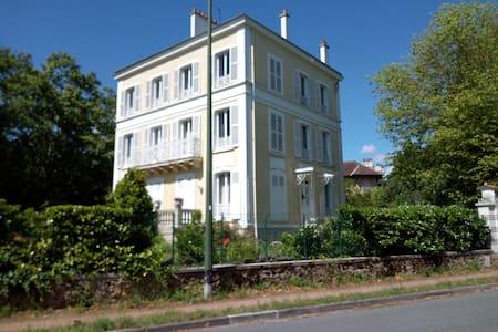 charming Apt  80 m2, 30 mn from Paris garden