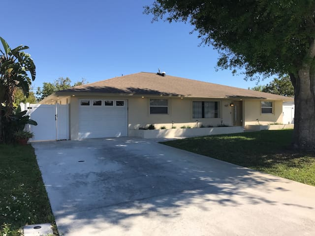 Spacious 4 Bed/3 Bath Home In Gardens - Palm Beach Gardens - House