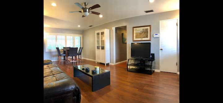 Whole Home Convenient to Downtown Orlando and i4