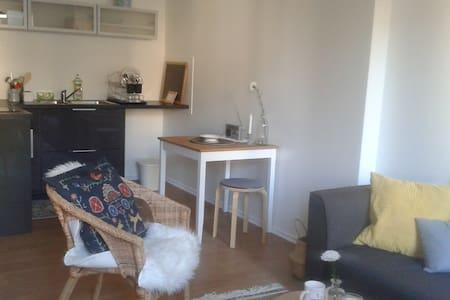 Joli petit studio en plein centre de Granville - Apartmen