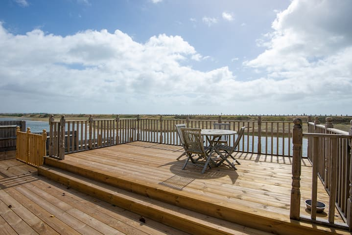 Stunning Seaview Apartment with Balcony and Garden