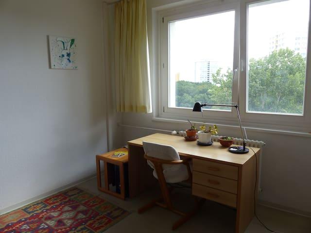 Schönes Zimmer in ruhiger Lage mit guter Anbindung