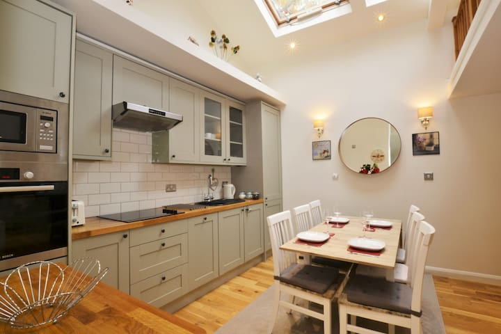 A Charming 2 Bedroom Cottage in Central Wimbledon - London - Haus