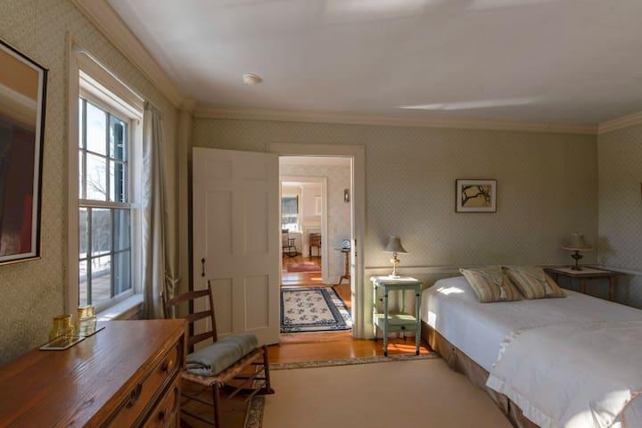 Highland House-Mountain East Room