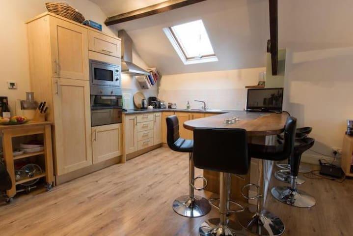 Stylish loft-style hideaway,Tetbury - Tetbury