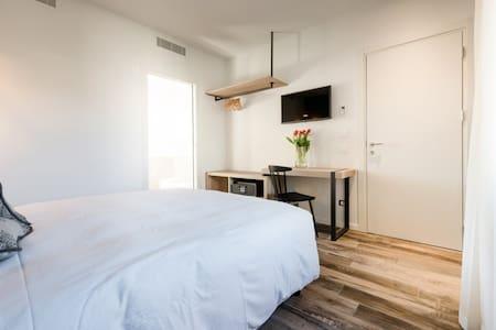 New room (no balcony) 1 - Locanda la Cross - Garda - Bed & Breakfast - 1