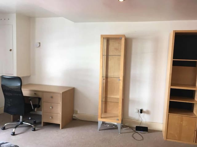Nice flat , only 5 minutes walk to Gunwharf Quay
