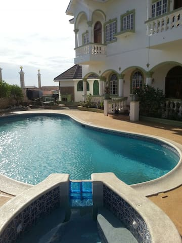 Sea View  Private Balcony Hellshire  Villa - Portmore - Ev