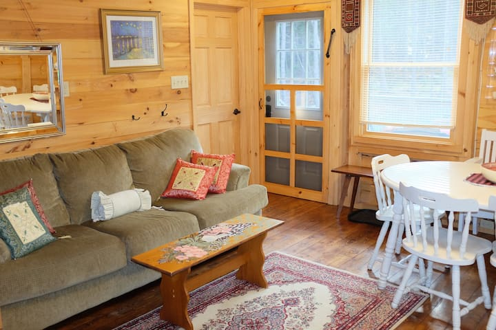 Treehouse cabin in Acadia, 5 minute walk into town