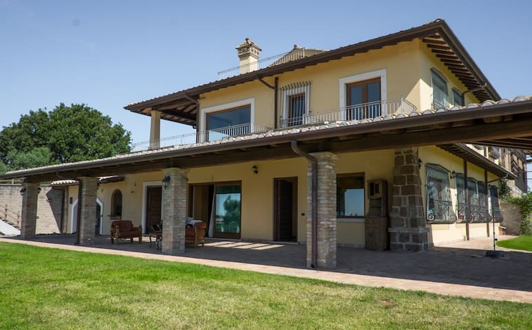 Villa Nadia, private swimming-pool with lake view - Monterosi - Villa