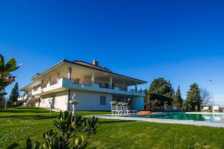 Il Tondo - Modern apartment in villa with pool - Belvedere Fogliense - Lägenhet