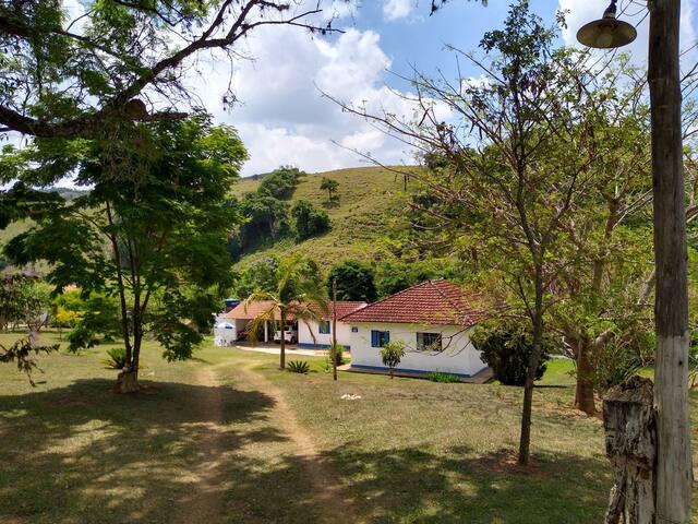 Casa de campo próxima à dezenas de cachoeiras.
