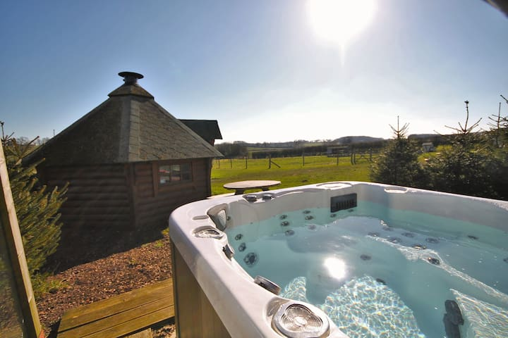 **OFFER** Shepherds Hut, Hot Tub and BBQ Hut!