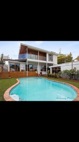 Central cowes family perfection houses for rent in for Pool show on foxtel