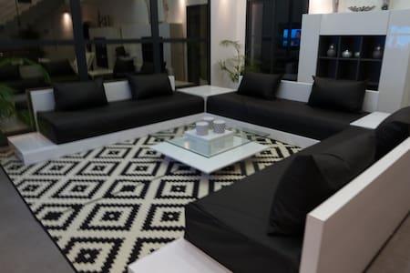 Villa  Design - loft 5 mn d'AVIGNON - Vedène - Villa