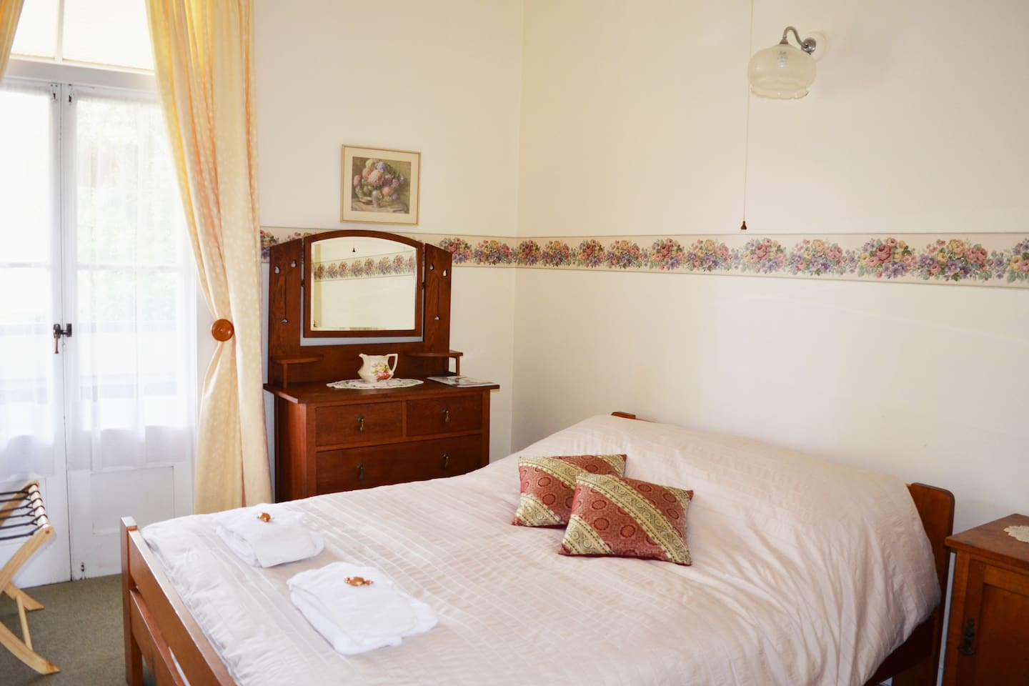 B&B Deluxe private double room with verandah access and shared bathroom facilities