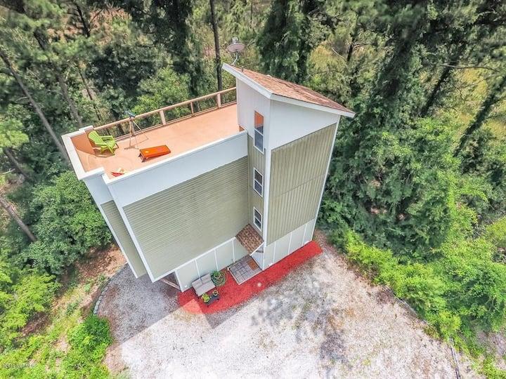 Modern Escape Mins to Beach w/ Rooftop Access!