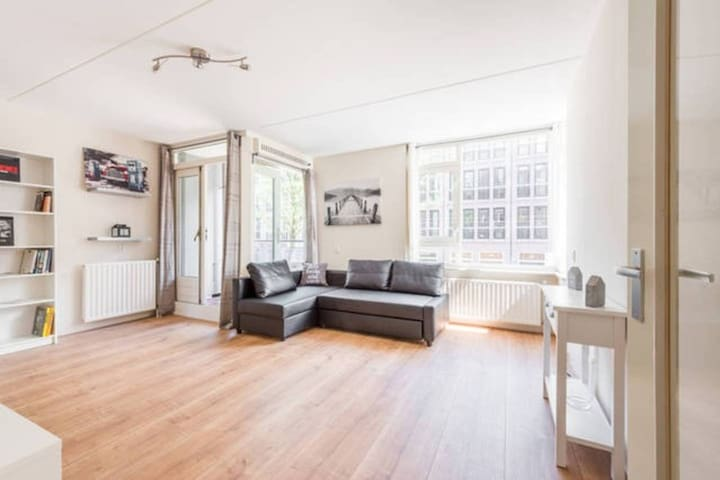Clean & Basic APT in Buzzing East