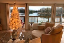 1000 Islands Stunning Waterfront Views (The Suite)