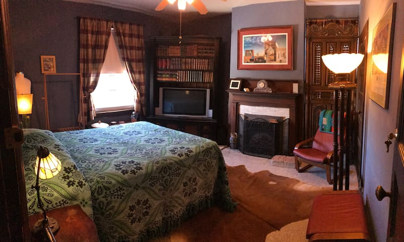 Private Room in Spectacular Home on Pitt Campus