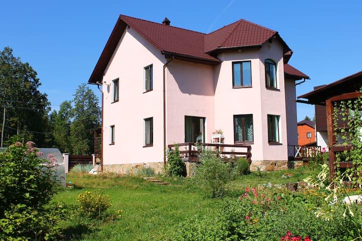 Сдается дом, первый этаж дома, квартира - Zvyozdny - Hus