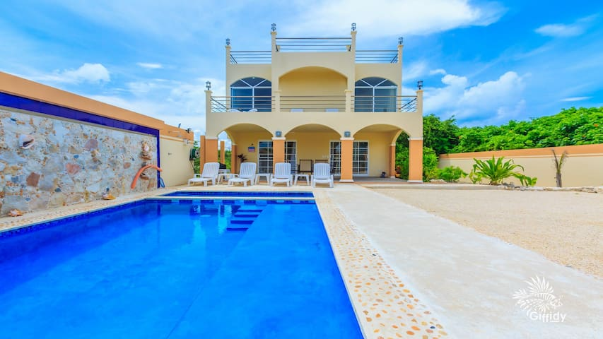 Villa De Paz Isla   (Villa of Island Peace)