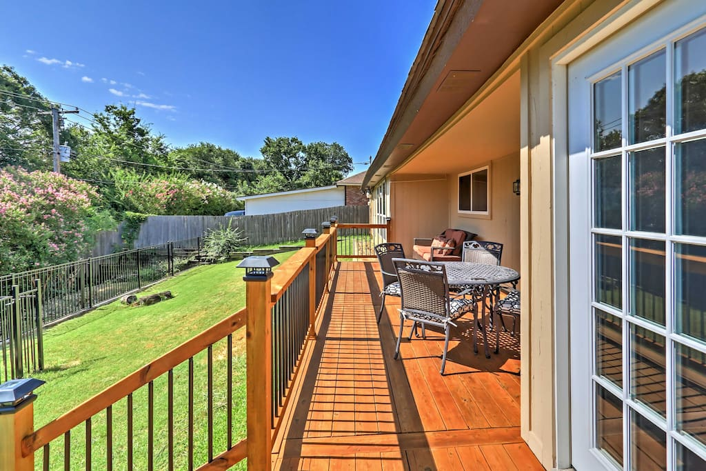 This home is a perfect for large families and groups who want to explore the entertainment capital of Texas.