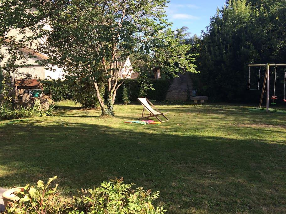 Vue sur le jardin (arrière de la maison)