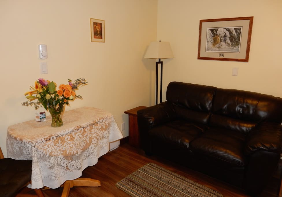 Private sitting area - Free WIFI, Cable TV, Parking