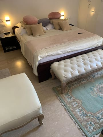 Luxurious Spacious house in Gurgaon with Pvt rooms