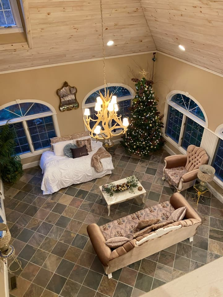 Kentucky's Luxurious Hideaway @ Woods Edge Estates