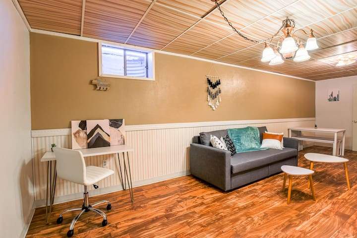 Cozy Suite minutes from Northfield Stapleton shops