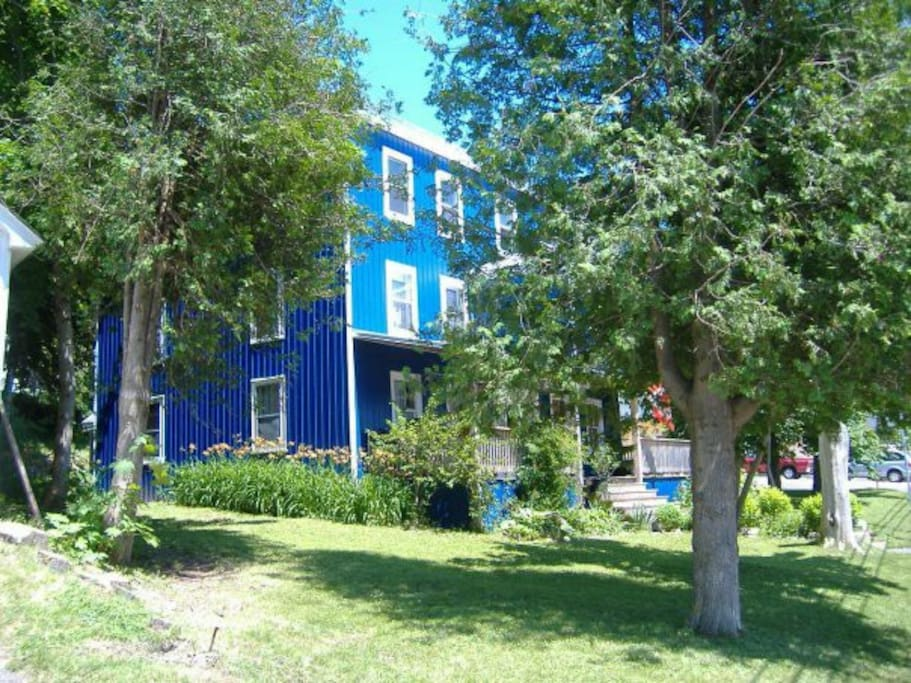 Large,lovely home on the Annapolis basin only minutes from Annapolis Royal.