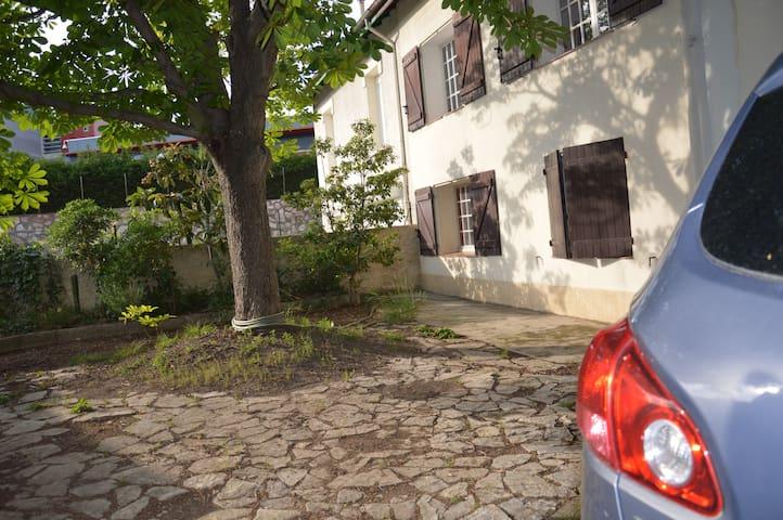 Appart indépendant ds villa ac piscine côté Arènes - Béziers