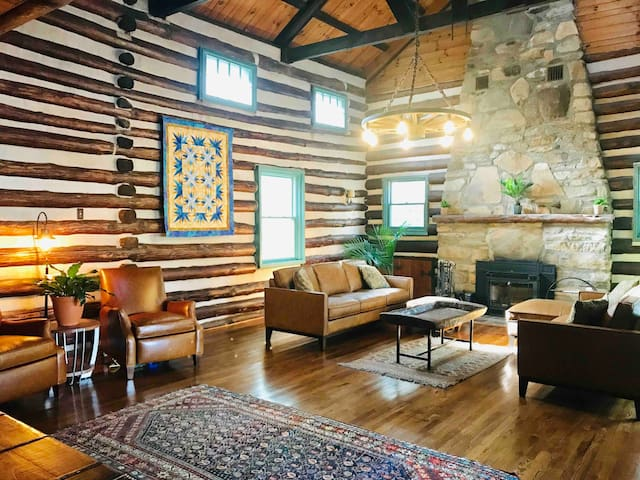2BR/2BA Suite at Historic Lodge Near Pkwy and AVL