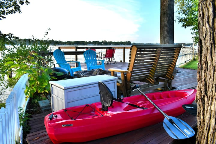 Use of 2 kayaks and one 12' rowboat included in your Cottage rental.