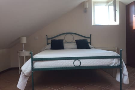 7 hills Vila Perast-double attic sea view - Perast - Bed & Breakfast