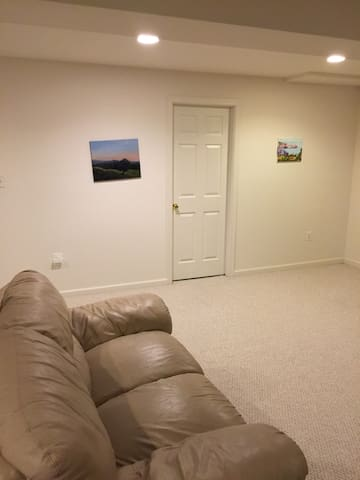 Basement pad great for short stays - Centreville - Andre