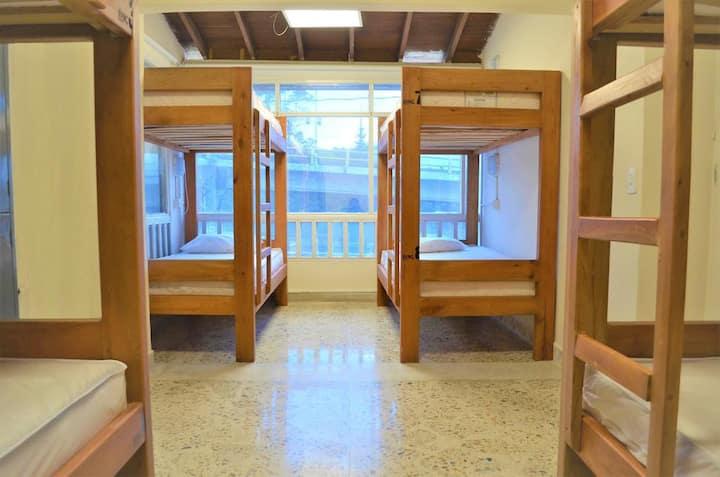 Habitación grupal para 6, 7 u 8 personas