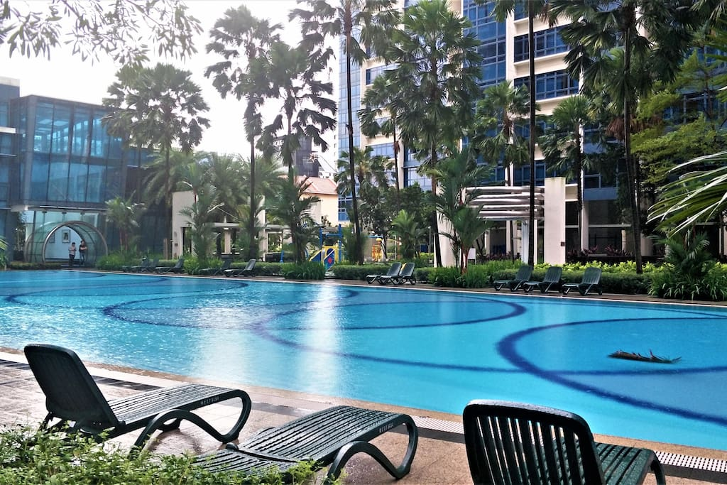 Comfy 2BR with Pools/Wifi/Near MRT
