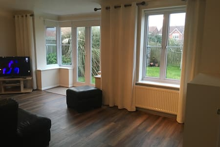 Modern Seaside House - Sofa Bed, shared bathroom - Seaton Carew - Bed & Breakfast
