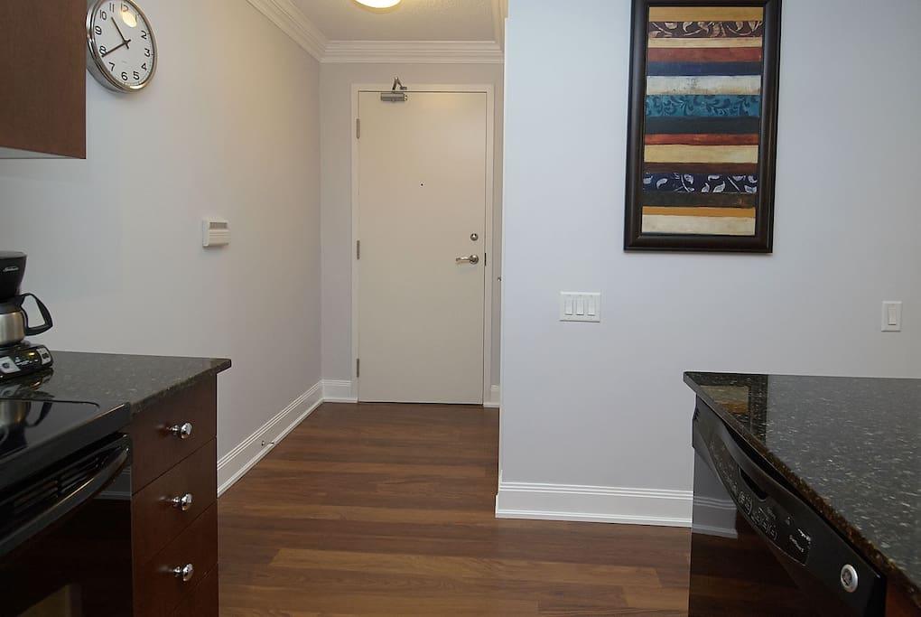 Stunning Spacious 1 Bedroom Condo Yonge Eglinton 5 Apartments For Rent In Toronto Ontario Canada