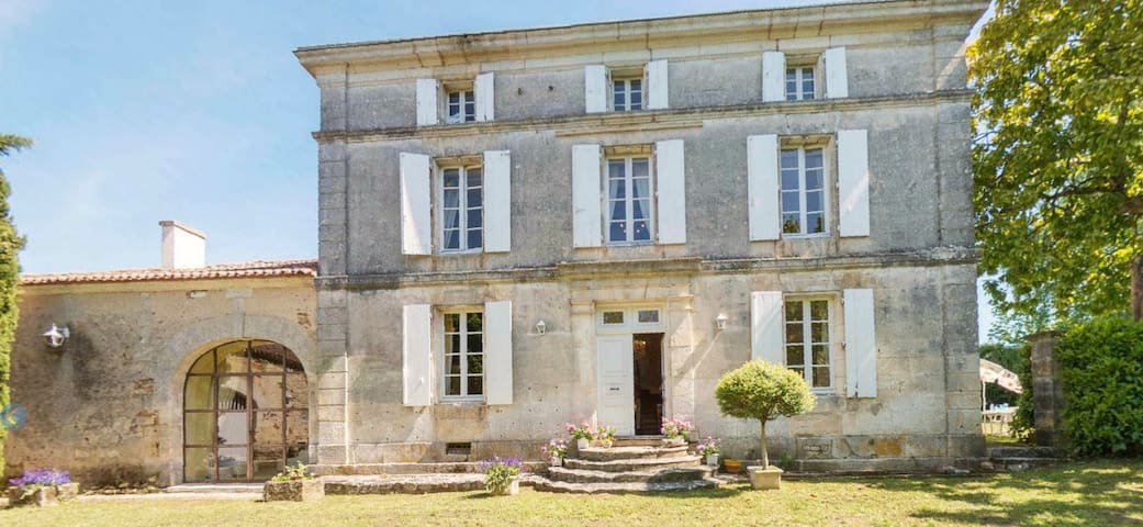 Maison De Maitre Charente perfect 4 photoshoots - Rougnac - House