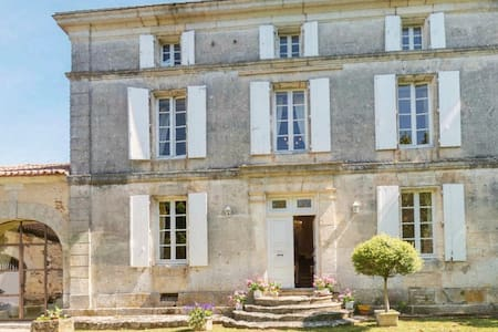 Maison De Maitre Charente perfect 4 photoshoots - Rougnac