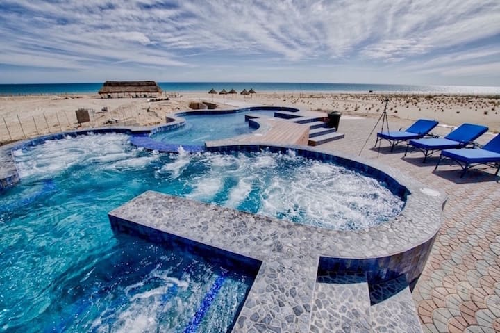 Ocean Front Condo, 2 Bdrm/4 ppl Luxury and Private