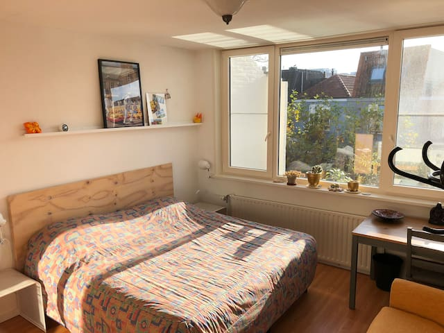 Comfortable room near station and Amsterdam.