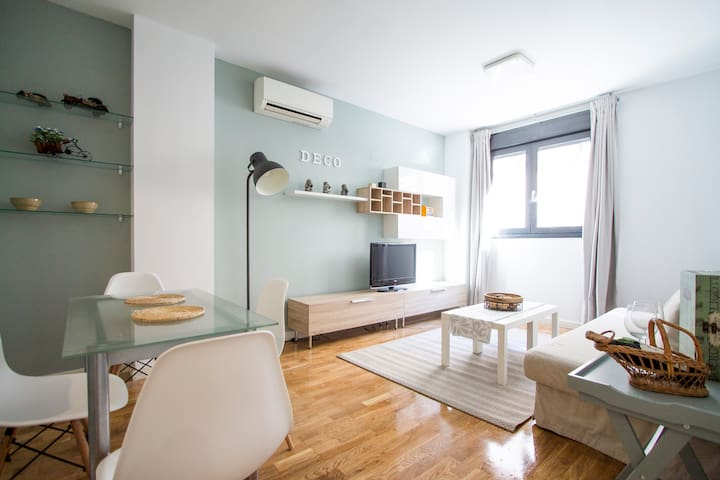 Plaza Castilla & La Paz - Comfortable Apartment