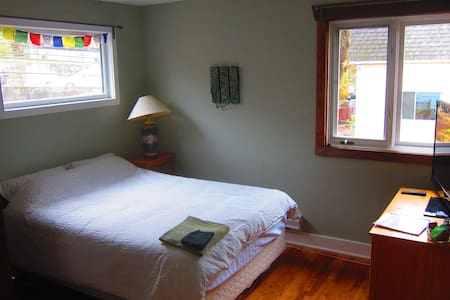 Newly renovated, charming room in downtown Nelson. - Nelson - Ház
